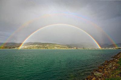空を美しく彩った二重の虹の写真いろいろ2
