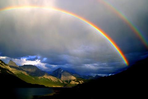 空を美しく彩った二重の虹の写真いろいろ3